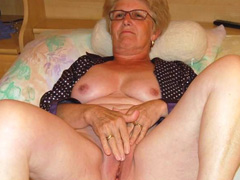 Old granny showing off her old pussy