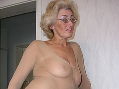 Nyloned granny is dildoing her old pussy