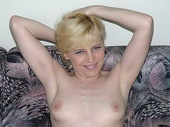 Mature mom fucks her pussy and ass with dildos