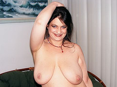 Chubby mature mom is dildoing her hairy pussy