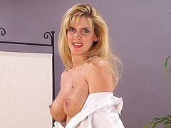 Mature mom in pantyhose shows off her big tits