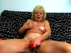 Desperate granny fucking her pussy with whatever