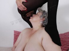 Old granny licking hairy pussy from old mature