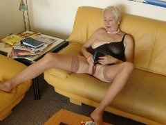 Old naked lady masturbating her pussy with toy