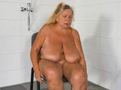BBW big tits granny is masturbating pussy hard