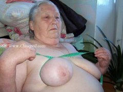 Grannies show her Big and enjoyable saggy tits
