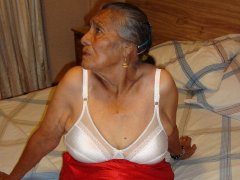 Very old woman Susa with shaved pussy is relaxing