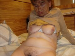 Sexy amateur granny show pussy in the bedroom
