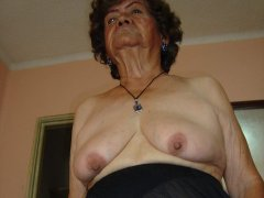 Amateur latina BBW granny show her hairy pussy