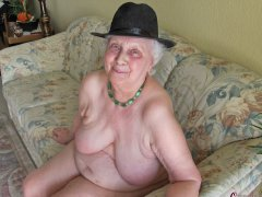 Amazing old grannies show her pussy and naked body
