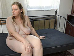 Old and young lesbian sex with strapon