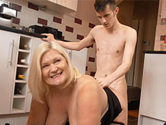 Fat chubby mature got fingered and fucked