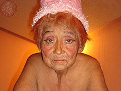 Old amateur naked mother and her naked body