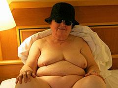 Sexy old mature masturbating horny pussy