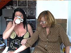 Mature lesbians screaming by toy pussy fucking