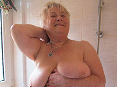 Wrinkled old lady shower her nice boobs