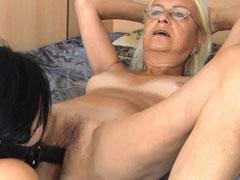 Fucking mature girlfriend with strapon dildo