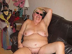 Old BBW granny playing pussy with dildo