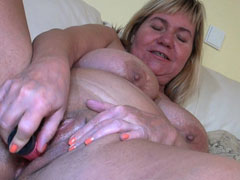 Lovely mature woman trying some sex toy