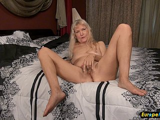 Granny blonde bbw big tits solo masturbation