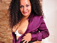 Horny latina mature lady showing off toys