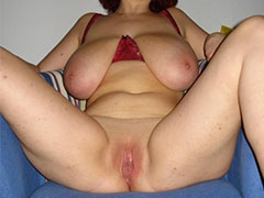 Amateur mature ladie pictured while naked
