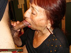 Hot lating grandma is sucking hard dick