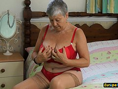 Hot granny exposing her red underweares