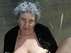 Amateur and homemade mature grannies