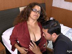 Chunky busty mature latina pussy closeup
