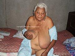 Grandmas that love to show their bodies
