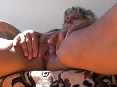 Gorgeous mature masturbating outdoor