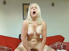 Matures loving handy men dicks in her pussy