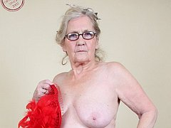 Gorgeous granny striptease online amateur