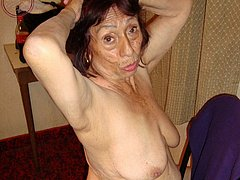 Disheveled old babe enjoying sexy time