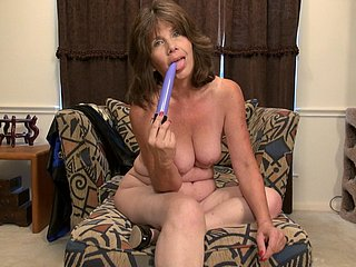 Mature masturbating wet cunt from United States